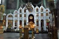В РПЦ не исключают переход к причастию из одноразовых ложек