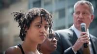 Дочь мэра Нью-Йорка арестована за участие в протестах