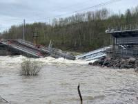 Под Мурманском рухнул железнодорожный мост через реку Кола