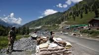Индия перебрасывает в Ладакх ударные вертолеты и истребители
