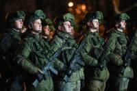 Российским военным и силовикам осенью повысят оклады