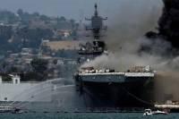 Горящий в США военный корабль дал осадку