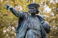 В Чикаго при защите памятника Колумбу пострадали 18 полицейских