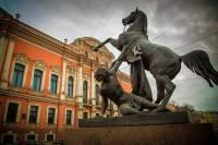В Петербурге восстановили скульптуру коня на Аничковом мосту