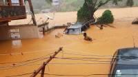 В Японии из-за ливней начались наводнения и оползни