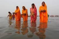 Власти Индии могут запретить погружение в водоемы религиозных идолов