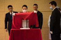 В Китае представили публике образцы лунного грунта
